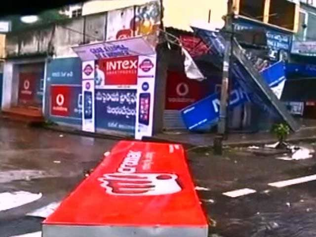 Video : Cyclone Hudhud Kills 7, Now Heavy Rain Alert in 5 States