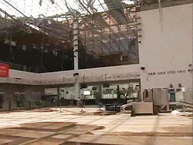 Video : For Flight Tomorrow at Vizag Airport, Hand-Written Boarding Passes