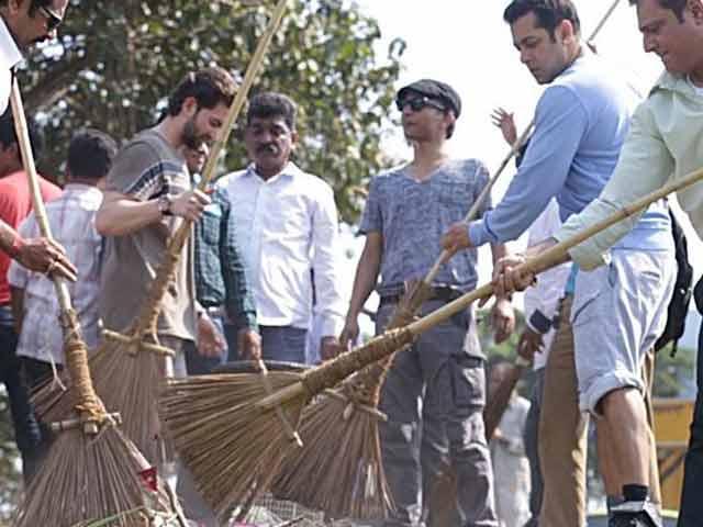 Swachh Bharat: Salman Khan Tags Aamir, Rajinikanth and Omar Abdullah