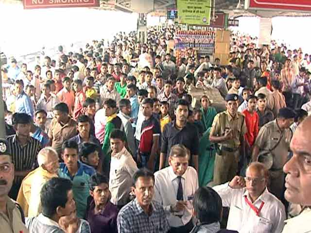 Video : One Killed During Rush For Chhath Puja At New Delhi Railway Station