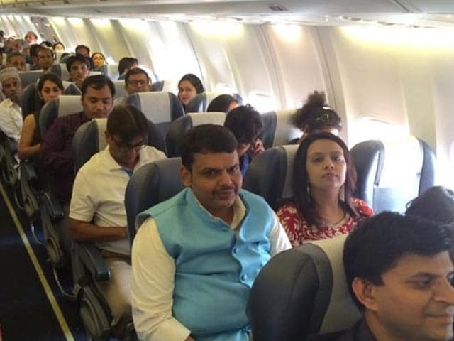 Video : Maharashtra Chief Minister Devendra Fadnavis Flies Economy Class to Nagpur