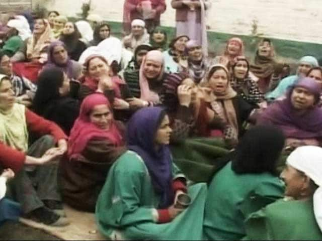 Video : Budgam Firing: Army Pulls Out Unit, State Government's Report Says Car That Failed to Stop Had Skidded
