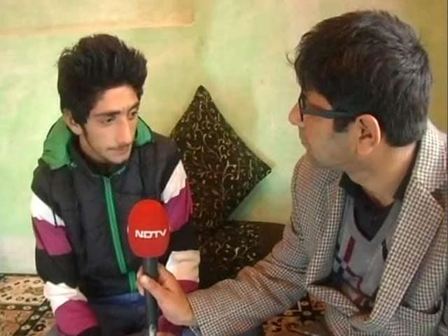 Video : This 15-Year-Old Crawled Through a Field to Escape Army Bullets