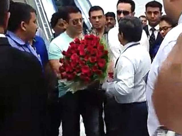 Video : Hyderabad, Please Welcome Salman Khan