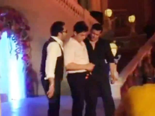 Video : सलमान की बहन की शादी में आमिर ने गाया गाना