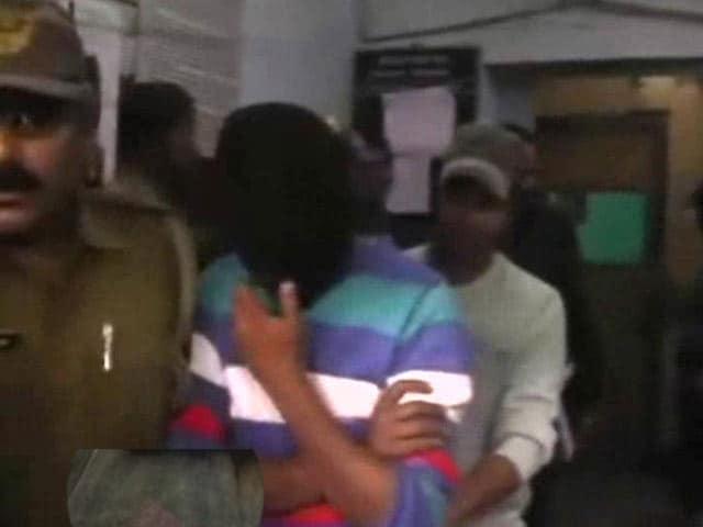 Video : Viswa Bharati Schoolgirl Alleges Rape by PhD Scholar, Accused Arrested