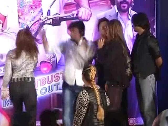 Video : Actress Slaps Director At Music Launch