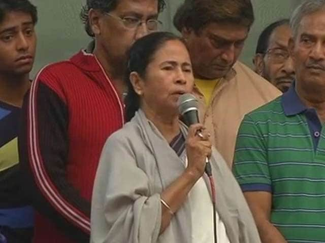Video : 'There Are Images of PM With Sahara Chief, Should We Arrest Him?' Mamata Banerjee Lashes Out
