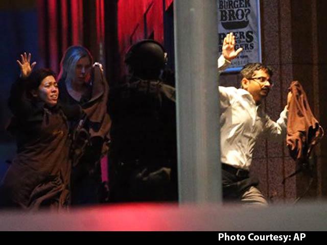 Video : Police Storm Cafe to End Sydney Hostage Siege