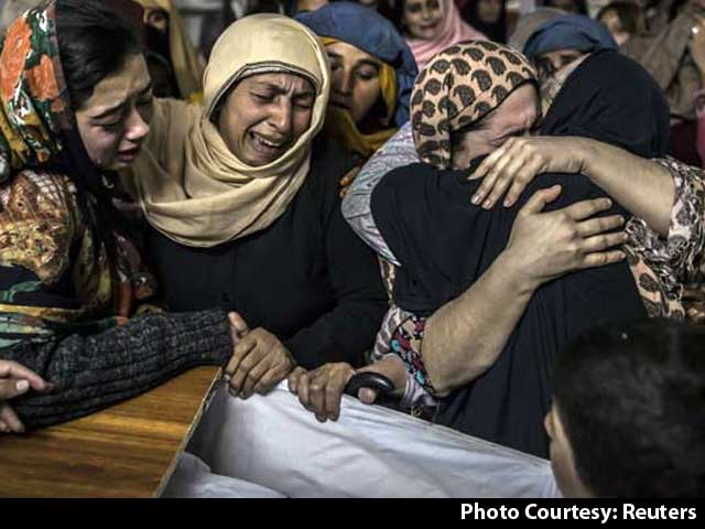 Video : Anger And Grief As Pakistan Buries Students Massacred at Peshawar School