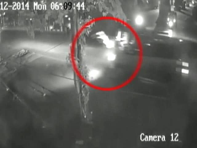 Video : Caught on Camera: Mumbai Woman Hit and Dragged Several Feet by Car