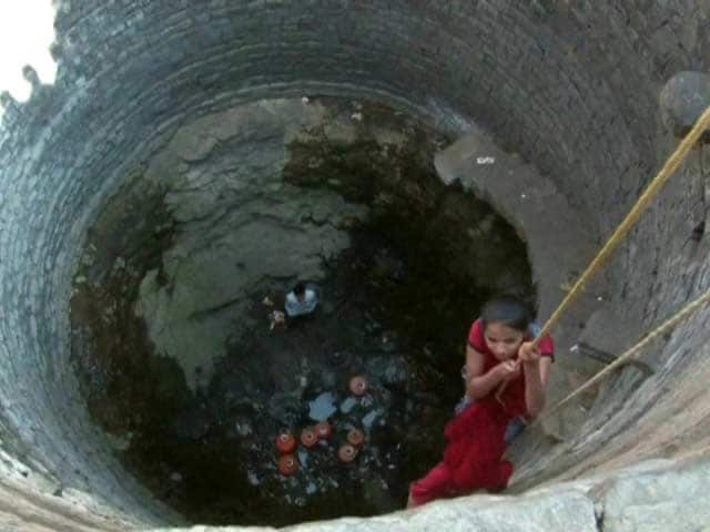 Video : In Maharashtra's Beed, Children Lowered Into Wells to Fetch Water