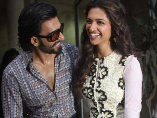 Video : Ranveer Carries Deepika's Bags on Vacation