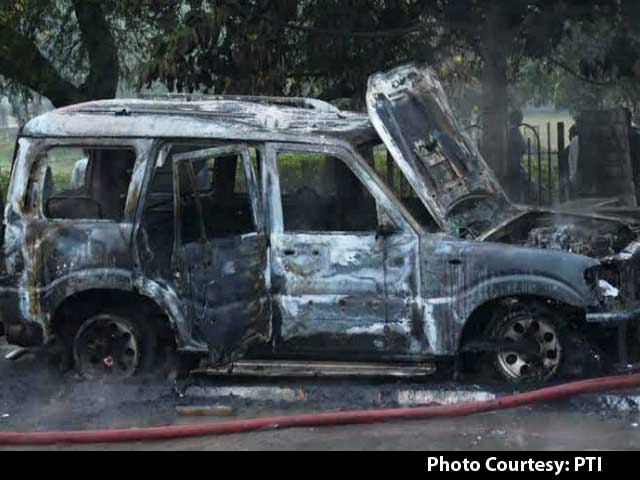Video : AAP Candidate's Car Set on Fire as Supporters Clash With BJP Workers