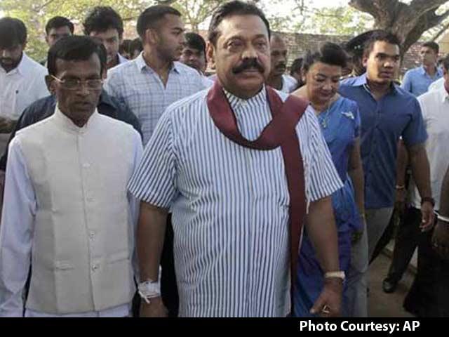 Video : Sri Lanka President Mahinda Rajapaksa Concedes Defeat to Challenger Sirisena in Election