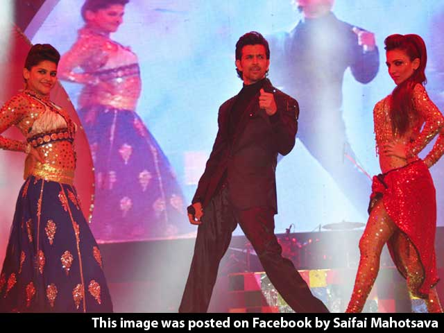 Video : Hrithik Dances with Chief Minister Akhilesh, Wife Dimple as Audience