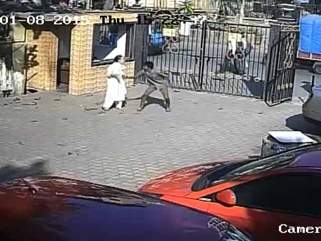 Video : CCTV Shows Man Snatching Chain, Being Thrashed When Caught