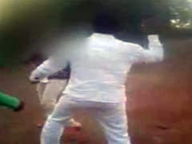 Video : कैमरे में कैद : लातूर में बेरहमी से पीटा लड़का-लड़की को