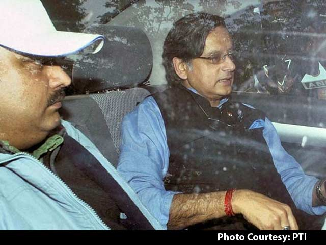 Video : Shashi Tharoor Admitted to 'Marital Trouble' in 4-Hour Questioning on Wife Sunanda's Death: Sources