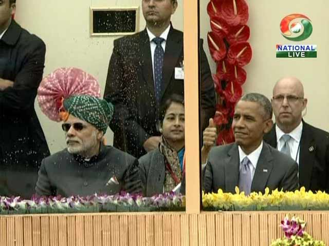 Video : Barack Obama's Thumbs Up for Daredevil Stunt Riders at Republic Day Parade