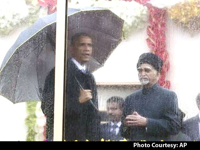 Video : Obamas' Enclosure for Republic Day: Bullet Proof but not Weather Proof