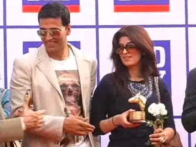 Video : Twinkle Khanna Gets 'Booked'