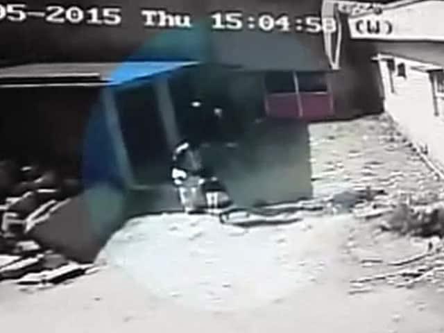 Video : कर्नाटक में रेप के बाद बच्ची की हत्या, आरोपी की तस्वीरें कैमरे में कैद