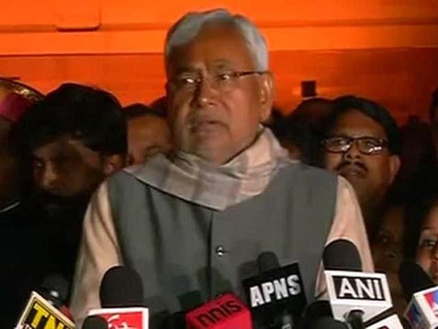 Video : Nitish Kumar Parades 128 Bihar Lawmakers before President Pranab Mukherjee in Delhi
