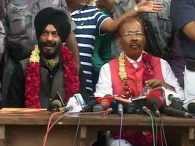 Video : Controversial Gujarat Cop DG Vanzara Leaves Jail, Says '<i>Acche Din</i>' are Back