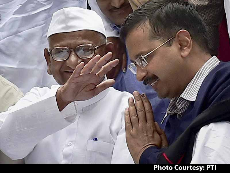 Video : Rapprochement Complete. Arvind Kejriwal Shares Stage With Anna Hazare in Delhi