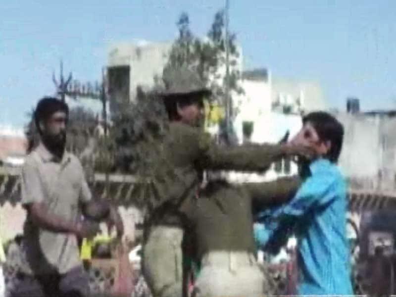 Video : स्पीड न्यूज : आसाराम समर्थकों ने महिला कांस्टेबल से की हाथापाई