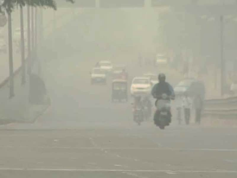 Video : Are Rising Pollution Levels in the Capital Driving Away Expats From Delhi?