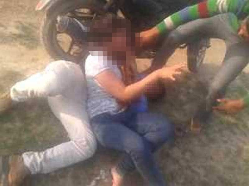Video : Young Girl, Friend Beaten Up by UP Gang, Video Posted on WhatsApp