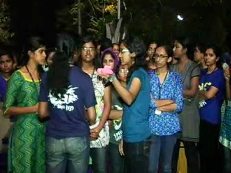 Video : Kerala College Girls Defy Hostel Rules, To Spend The Night Outside In Protest