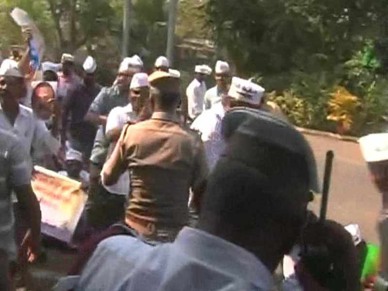 Video : AAP Workers Storm into Chief Minister's Residence in Chennai, Demand CBI Probe into Engineer's Death