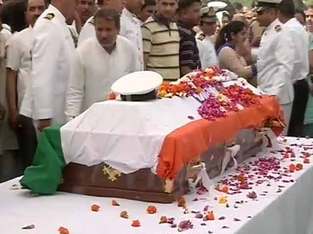 Video : 2 Navy Officers Who Died in Air Crash Cremated With Full Military Honours