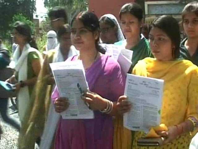 Video : Question Paper Leaked on WhatsApp, Uttar Pradesh Government Cancels Civil Services Exam