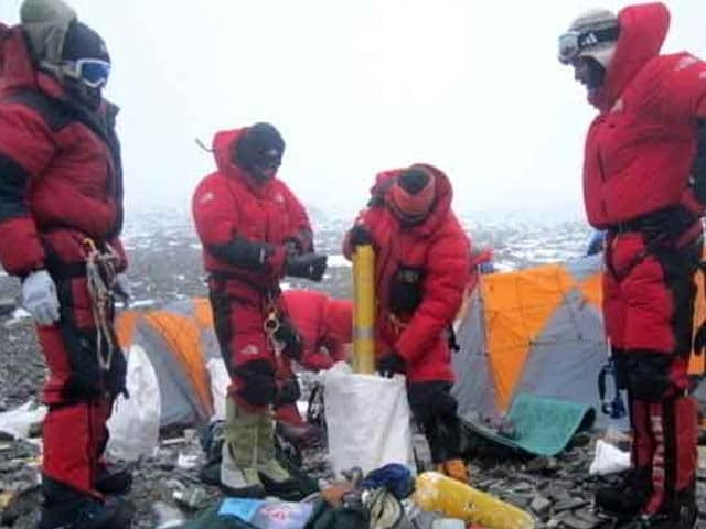 Video : Indian Army Team To Scale Mount Everest, Will Come Back With 4000 Kg Garbage