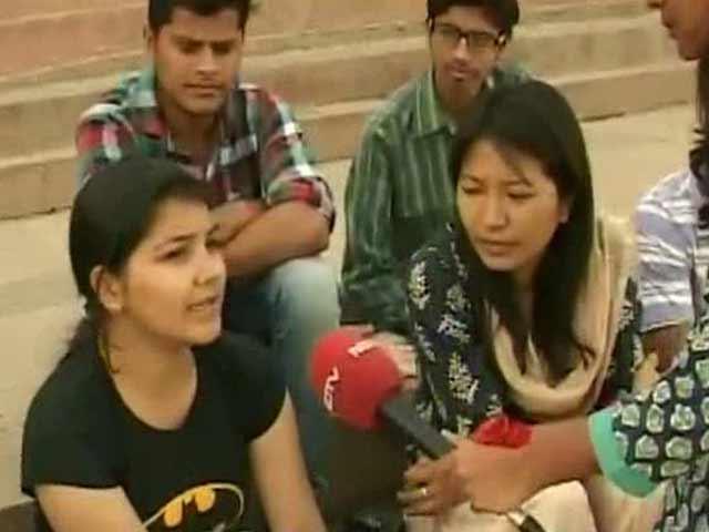 Video : Duo Praised by PM Modi Bats For Sanitation at Varanasi Ghats