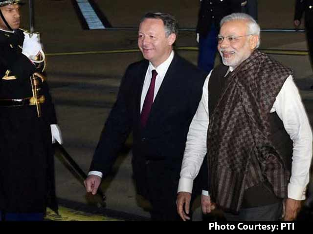 Video : PM Modi Arrives in France, Business and Defence Deals High on Agenda