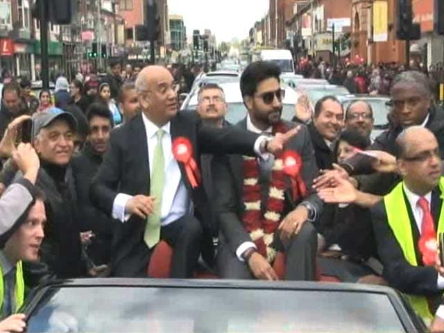 Video : Abhishek Bachchan Leaves Leicester Star Struck