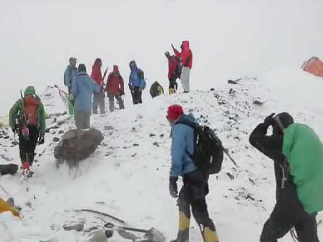 Video : 'We Sat Down Thinking We Were About to Die': NDTV Team Recalls Everest Avalanche
