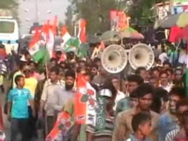 Video : University Exams Due on Thursday, Bengal Strike Giving Nightmares to Students