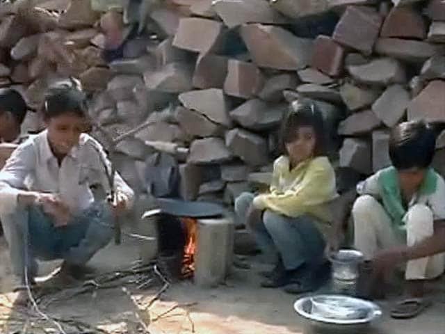 Video : 12 साल की उम्र में 3 छोटे भाई-बहनों की बड़ी जिम्मेदारी