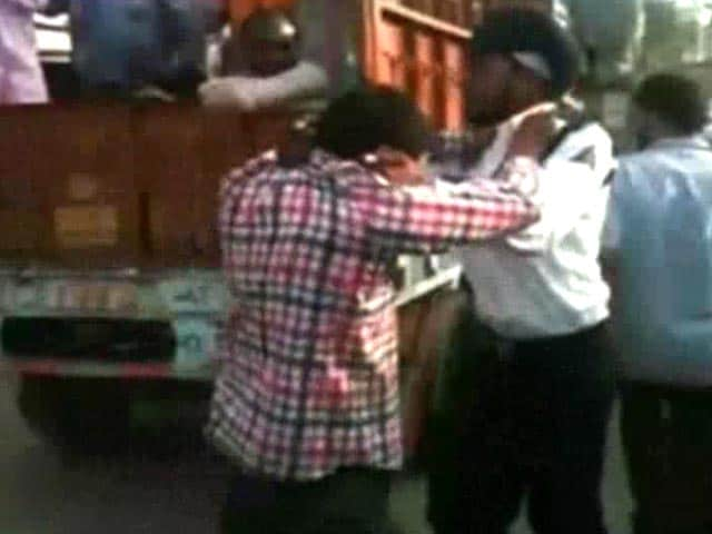 Video : Staff of Bus Service Owned by Badals Seen Thrashing Cop in 2013 Video