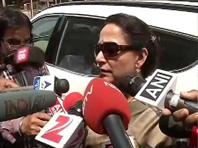 Video : 'I'll Pray That he Doesn't Get a Long Jail Term,' Says Hema Malini on Salman Khan's Conviction