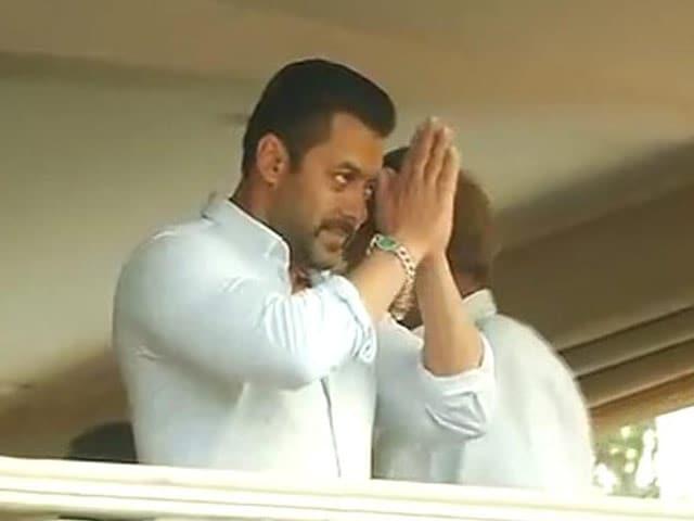 Video : Salman Khan Greets Adoring Fans, 5-Year-Sentence Suspended