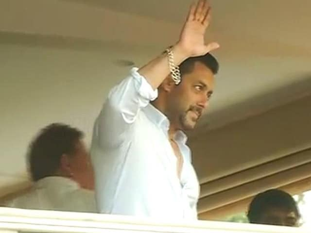 Video : At Home, Salman Greets Fans With a Namaste and Wave