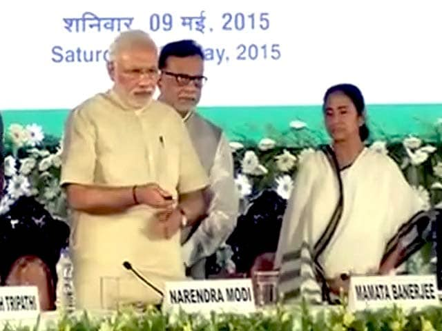 Video : PM Modi Launches Social Security Schemes in Kolkata