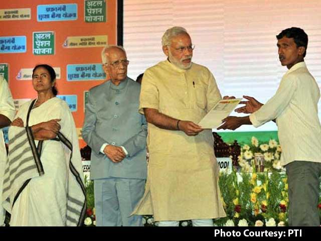 Video : In Kolkata, Mamata Banerjee and PM Narendra Modi Spar Over New Schemes